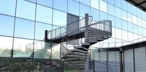 Зеркальный дом из стекла